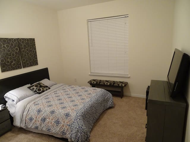 Full bed w/ private bath, mini-fridge, & TV - Riverview