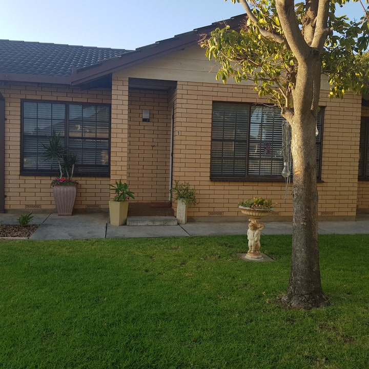 COSY HOME UNIT CLOSE TO PORT ADELAIDE