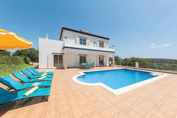 Spacious 3 bed villa with Roman style private pool