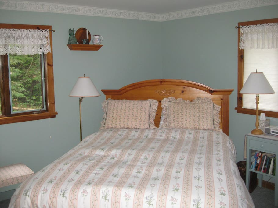 Bedroom #2, Queen bed