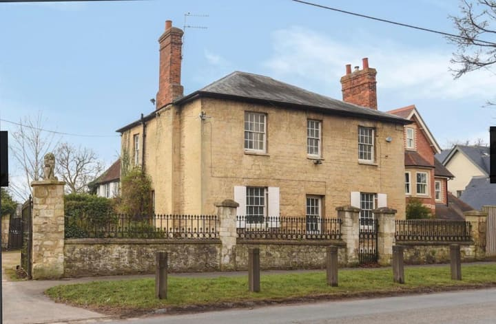 3 BR-Beautiful Georgian House, OXON
