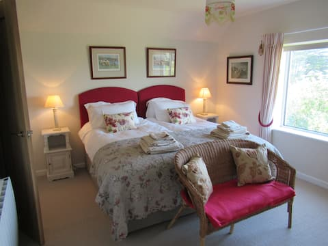 Garrick 2 Luxurious ensuite rooms 1 with sea view