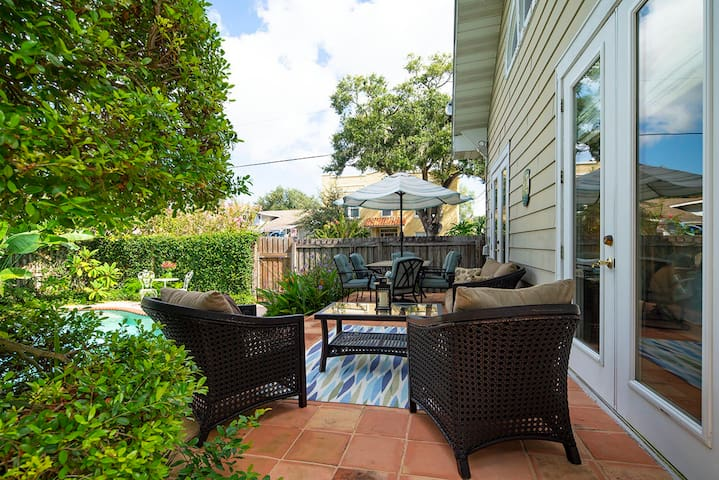 Pool Home Convenient to Gulf Beaches and Orlando Theme Parks
