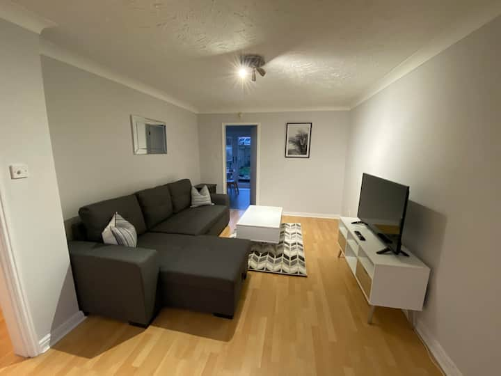Be More Homely - Cosy 3 bed sleeps 8 FREE PARKING