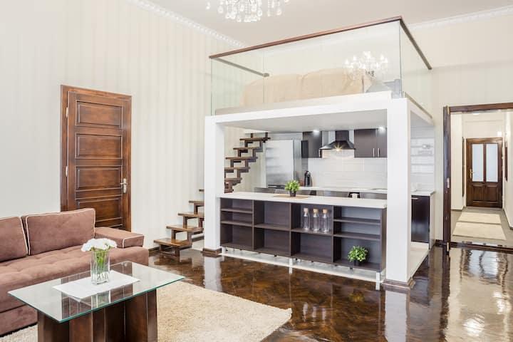 Iranyi Luxurious Apartman 1
