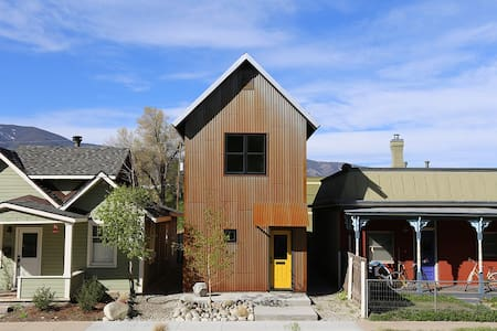 Tin Shed - A Modern Home in Historic Downtown - Salida - House