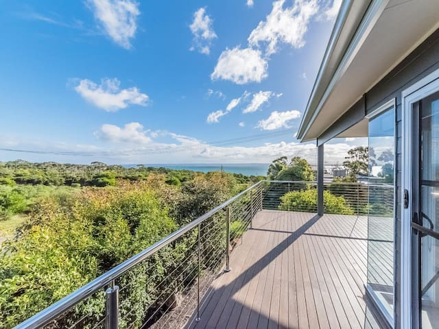 Holiday House with Views - 7 Graydens