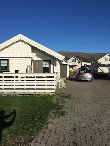 Koselig sjøhus nært Bodø med plass til 7 personer