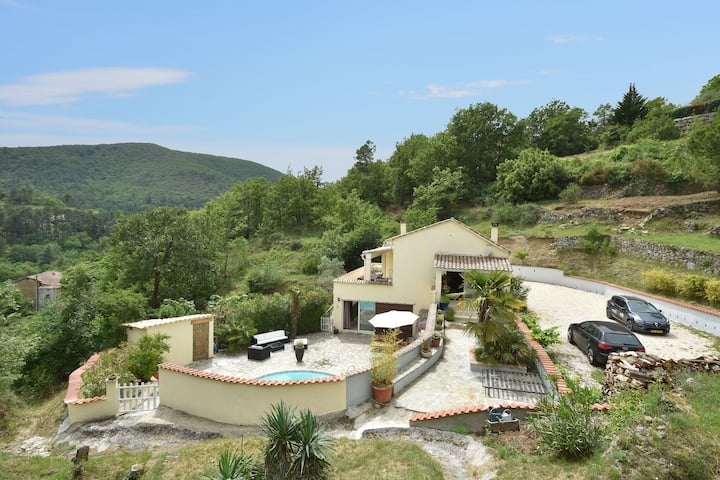 Spacious Villa with Private Pool in Molières-sur-Cèze