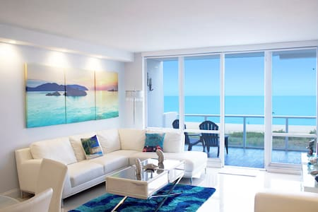 Collins Beachfront Apartment