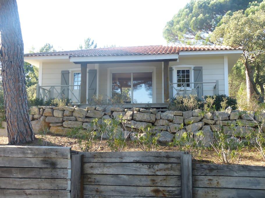 Maison en bois de 80 m² sur 400 m² de jardin