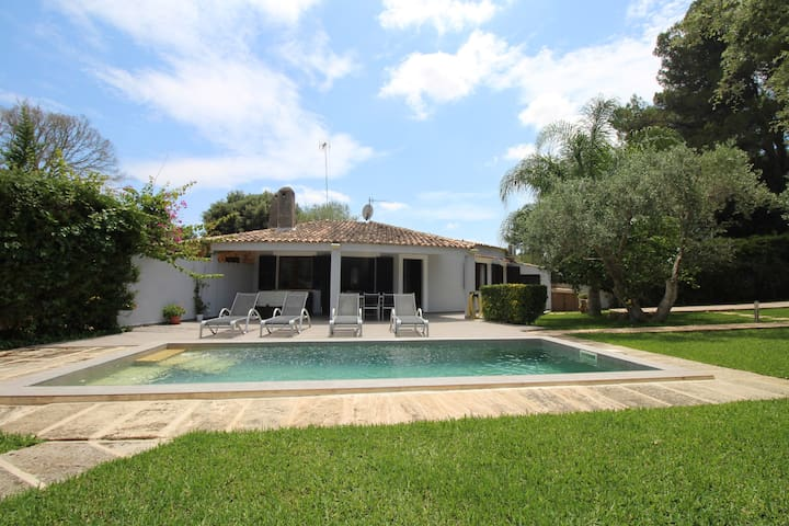 House VILI - pool, garden and relax