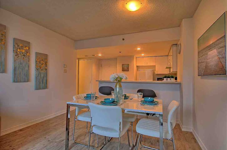 Cozy Condo at Heart of DT!Congress!Indoor Parking