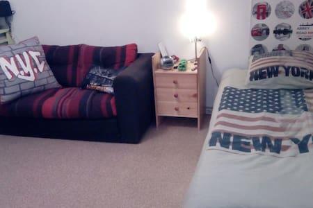 Chambre calme dans appartement bordure de forêt - Petit-Couronne
