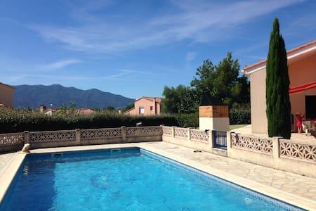 Villa avec vue sur les montagnes catalanes - Ortaffa