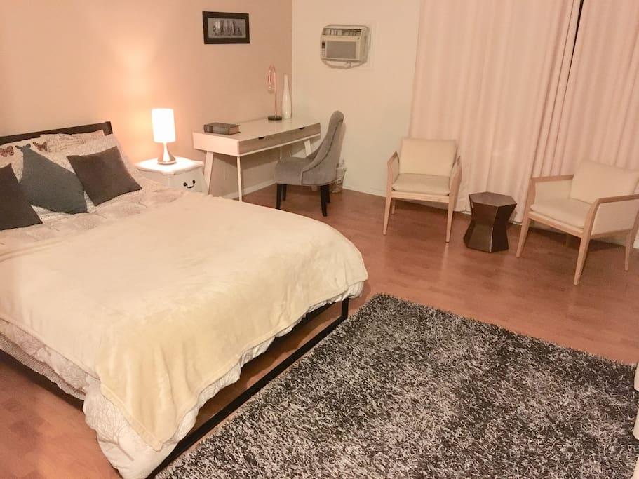 Suite With Private Entry Bath In Santa Monica Flats For Rent In Santa Monica California