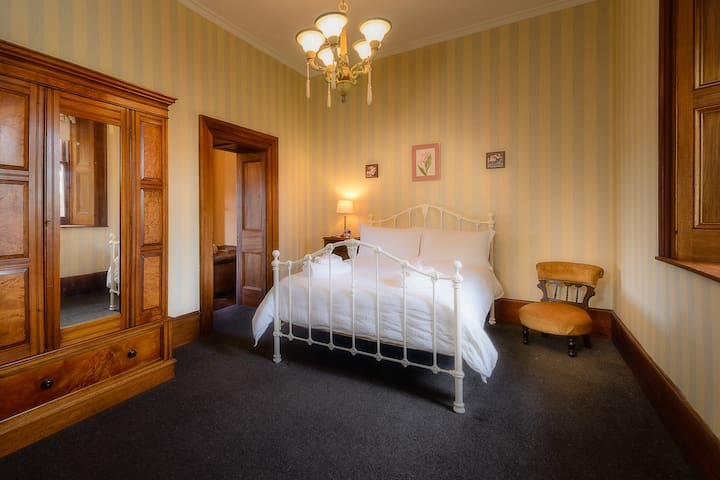 Heritage double room Rathmore House, Hollow Tree