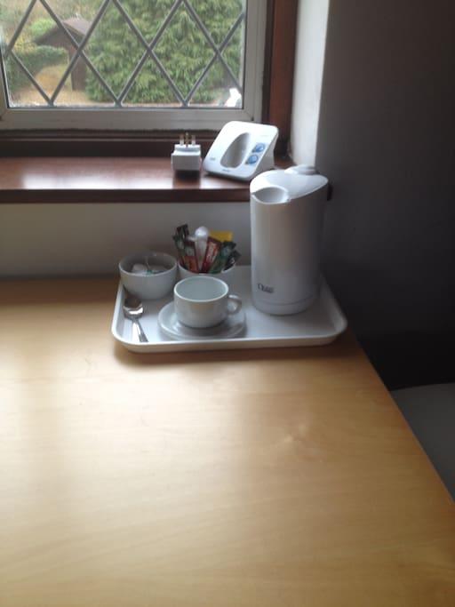 Desk with tea/coffee facilities.