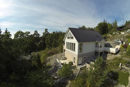 Villa Vista is overlooking beautiful Solsidan! - Saltsjöbaden - Villa