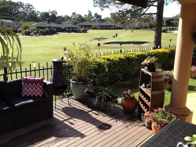 Golf Course Sanctuary - Coombabah - Penzion (B&B)