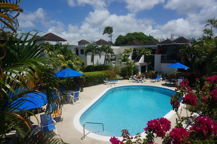 Lovely 2 bedroom apartment by beach Rockley Resort