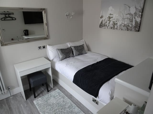 Modern room for 1-2 people.