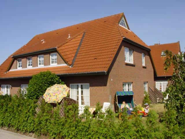 süße Dachwohnung inkl Fahrräder - Wittmund - Lägenhet