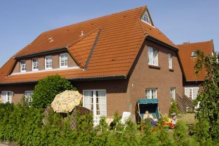 süße Dachwohnung inkl Fahrräder - Wittmund
