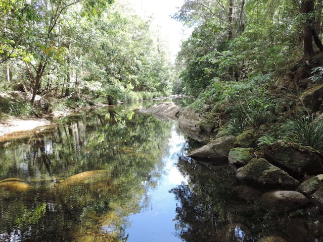 On the Creek.  Promised Land - Gleniffer - 一軒家
