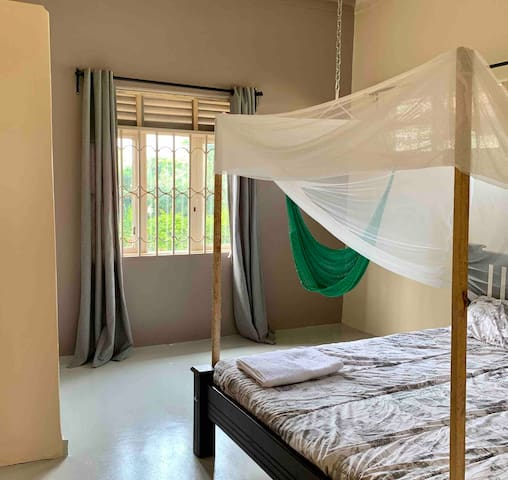 Private Room in Canadian-Owned Home in Jinja Town