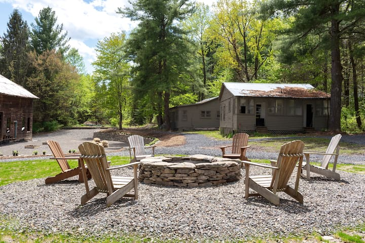 Farmhouse Inn w/ private trail to Brewery+Orchard