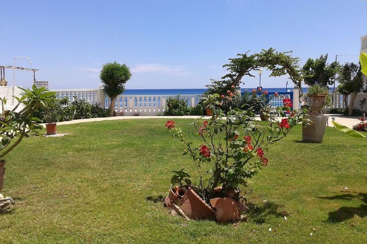 Apartment with 2 separate bedrooms, 30m from beach - Stegna - Flat