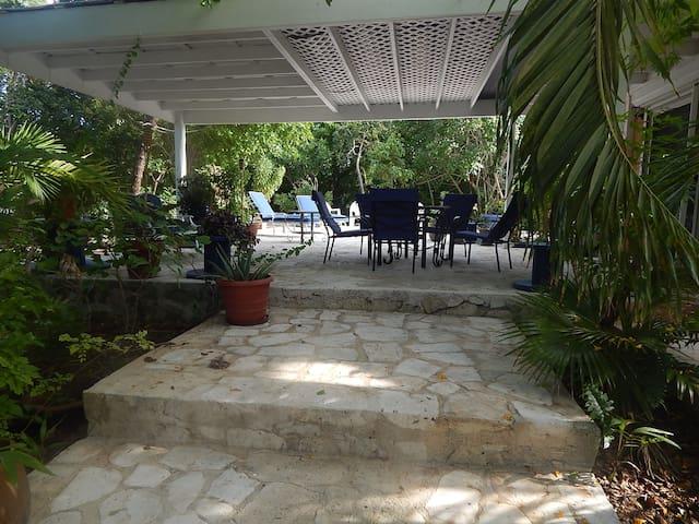 Grace Bay Gardens – A private Home - Leeward Settlement - Casa