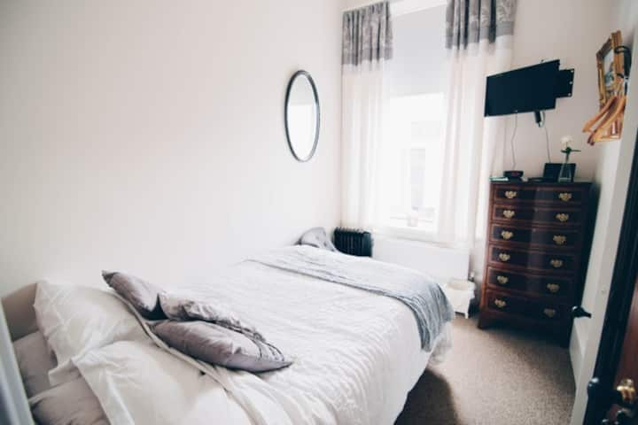 Cozy Ensuite Single Room in heart of Portrush