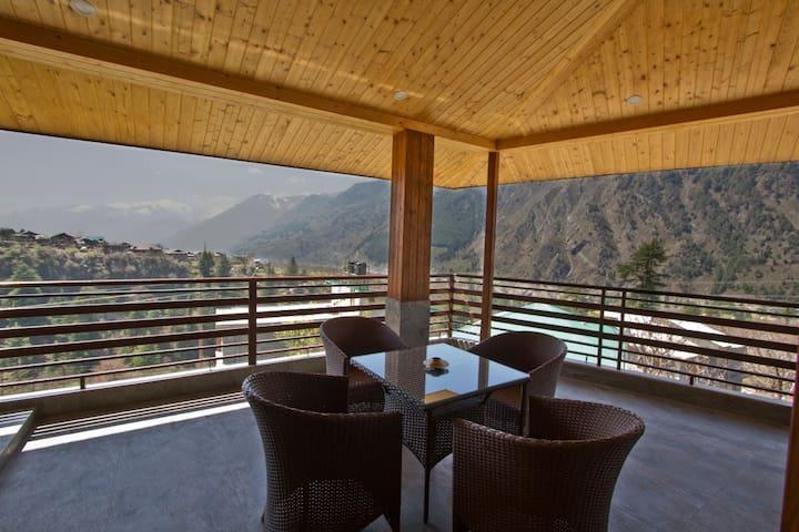 3 Luxury Villa Rooms, Indoor/Outdoor Lounge & Chef