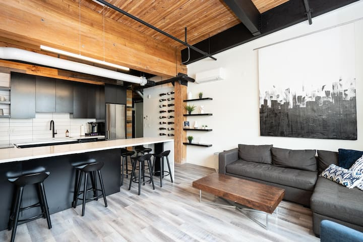 Converted Loft | Hi-End | 2 Bdr | Exchange District