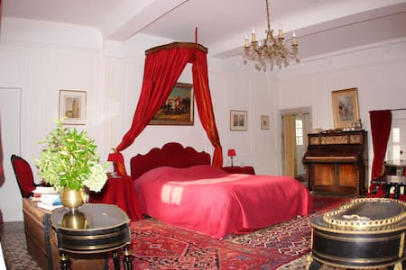 The Room in the Château - Flottemanville - Bed & Breakfast