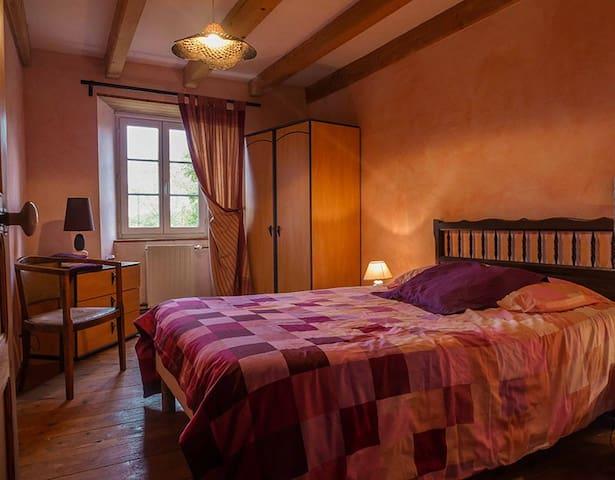 Chambres d'hotes : Maison de campagne en pierres - Saint-Flour