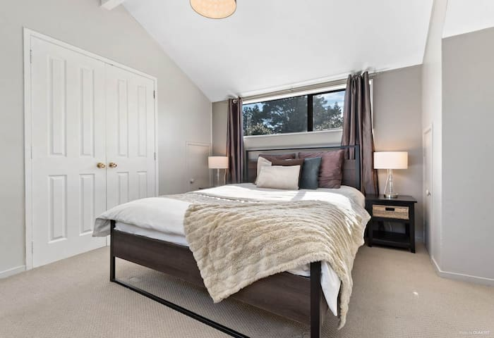 Bedroom with walk-in robe