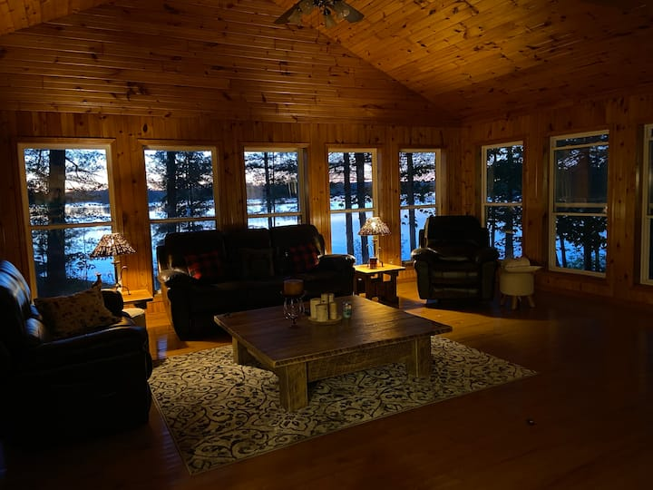 Whispering Pines - Stunning Lake Nipissing Cottage