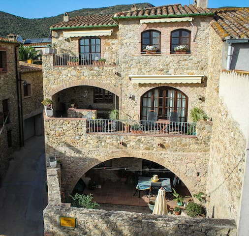 Stone house in Catalan village near Bay of Roses - Pau - Huis