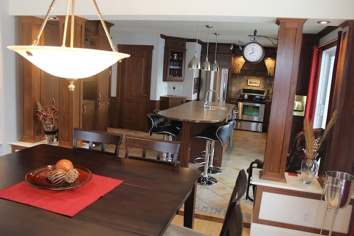 Luxury home / Québec City, 5 min. to Airport - L'Ancienne-Lorette - House