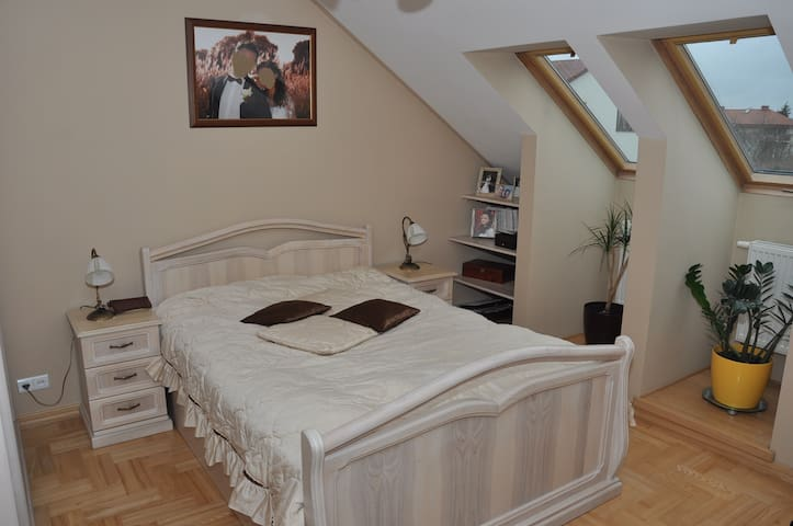 Private room #2 + Parking + WiFi, 1 Zone - Warszawa - Ev