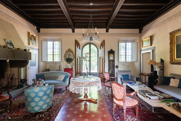 Plunge into a charming Villa!