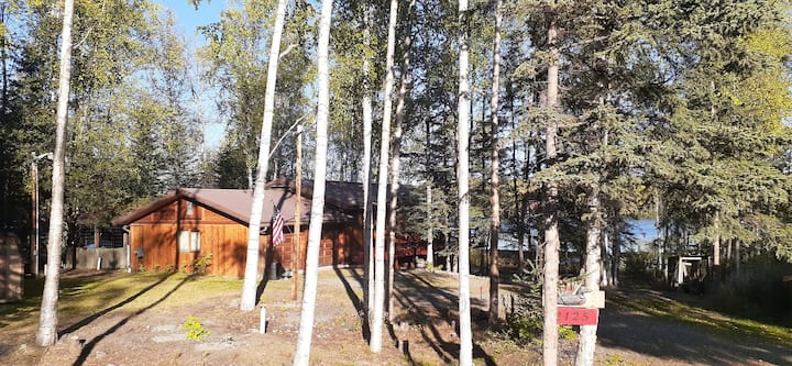 Cozy; beautiful lake front property; close to town