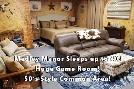 Medley Manor 9 fabulous themed rooms @ 6 bathrooms