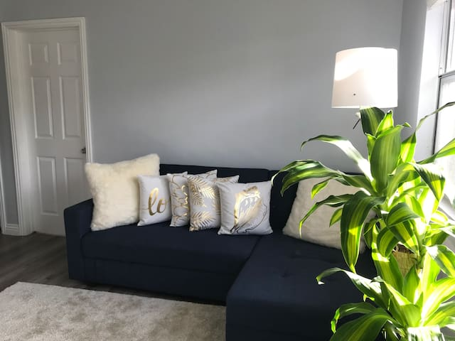 Modern and sunny flat in Manhattan Beach