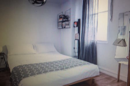 Domineering private apartment - Epping - Pis