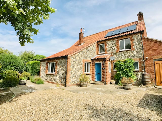 Brackley | Detached within walking distance to pub