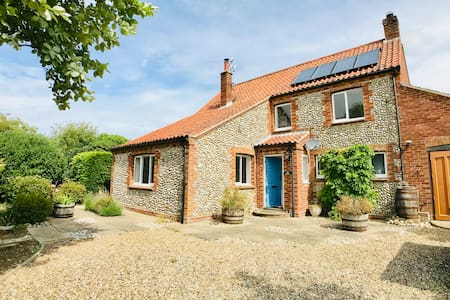Brackley | Detached House | Stunning Village